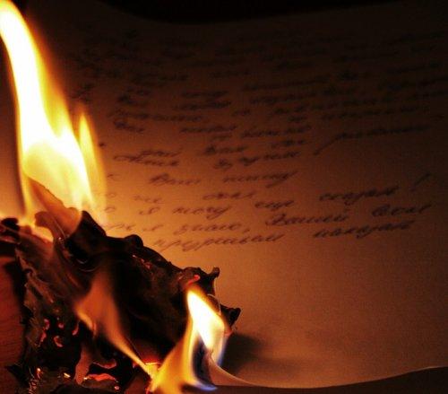 На огне свечи последней