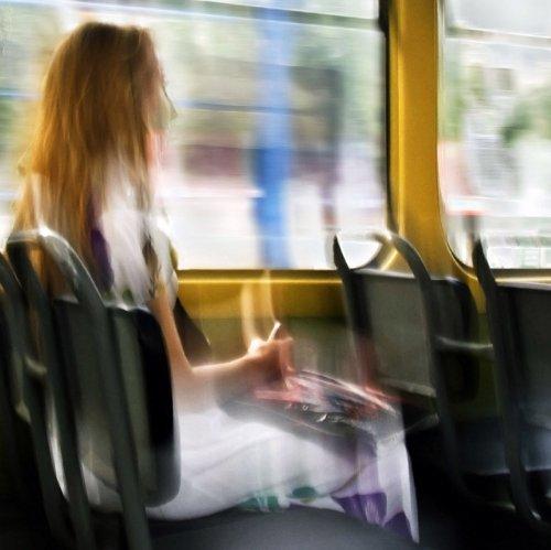 Грохочет по  рельсам трамвай