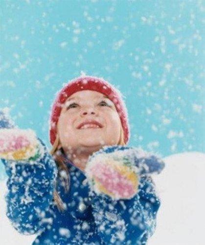 Постучался к нам снежок, лег легонько на порог..