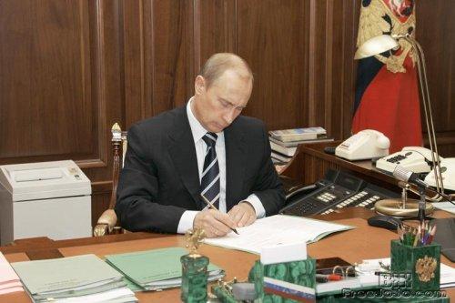 Звездочки кремлевские за полночь горят