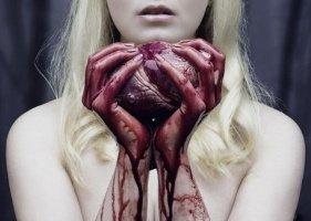 Но догоняли звуки… Инсайт!.. Кровь в жилах закипала детских!...