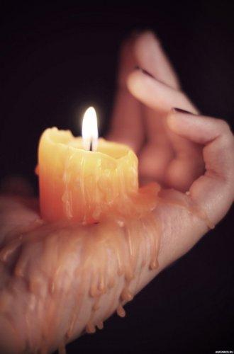 Свеча в её руке...
