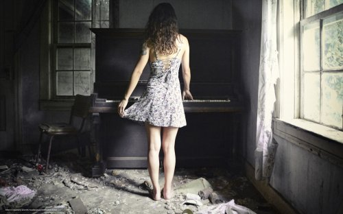 Её терзал он фортепьяно…