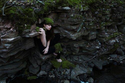 Одинокая скала... В ее глазах лишь пустота.