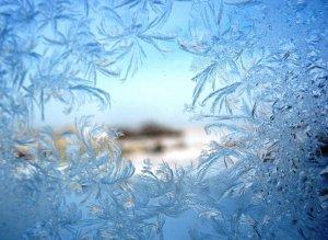 Утро. Морозом окно занавешено..