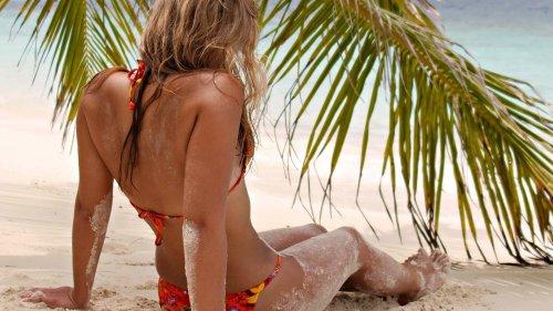 Лазурные волны ласкают песок - полностью