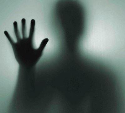 С пола моя тень встаёт… Слияние тел…