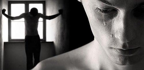 Стоял, распятый на окне… Я знал:  Она… откажет… мне…