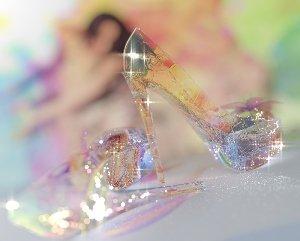 Хрустальную с неё я туфлю снял…