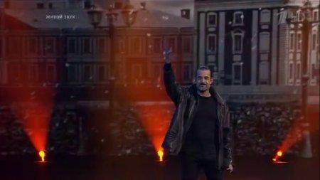 """Дм.Певцов поёт песню  """"Город, которого нет"""" в шоу """"Три аккорда"""""""