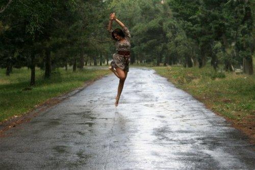 Танец под дождём (песня)